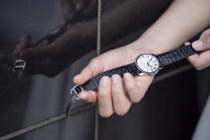只要配搭合適手錶,衣服怎樣配搭都充滿特色!