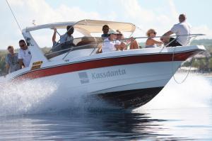 今夏最強水著look – 戴去船P或泳池也不怕的防水腕錶推薦!